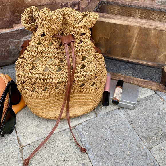 fire monkey Handbags - 🎉HP BOHO WOVEN STRAW/WICKER DRAWSTRING BUCKET BAG